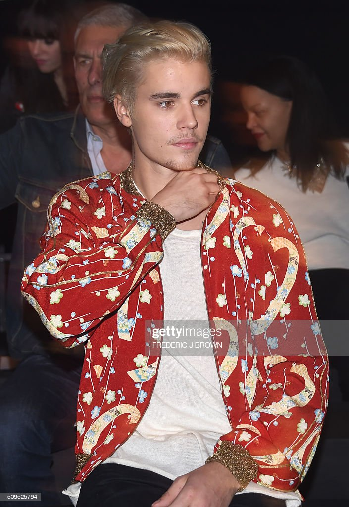 Justin Bieber attends the Yves Saint Laurent men's fall line and the first part of its women's collection fashion show at the Paladium, in Hollywood, California, February 10, 2016. / AFP / FREDERIC J BROWN