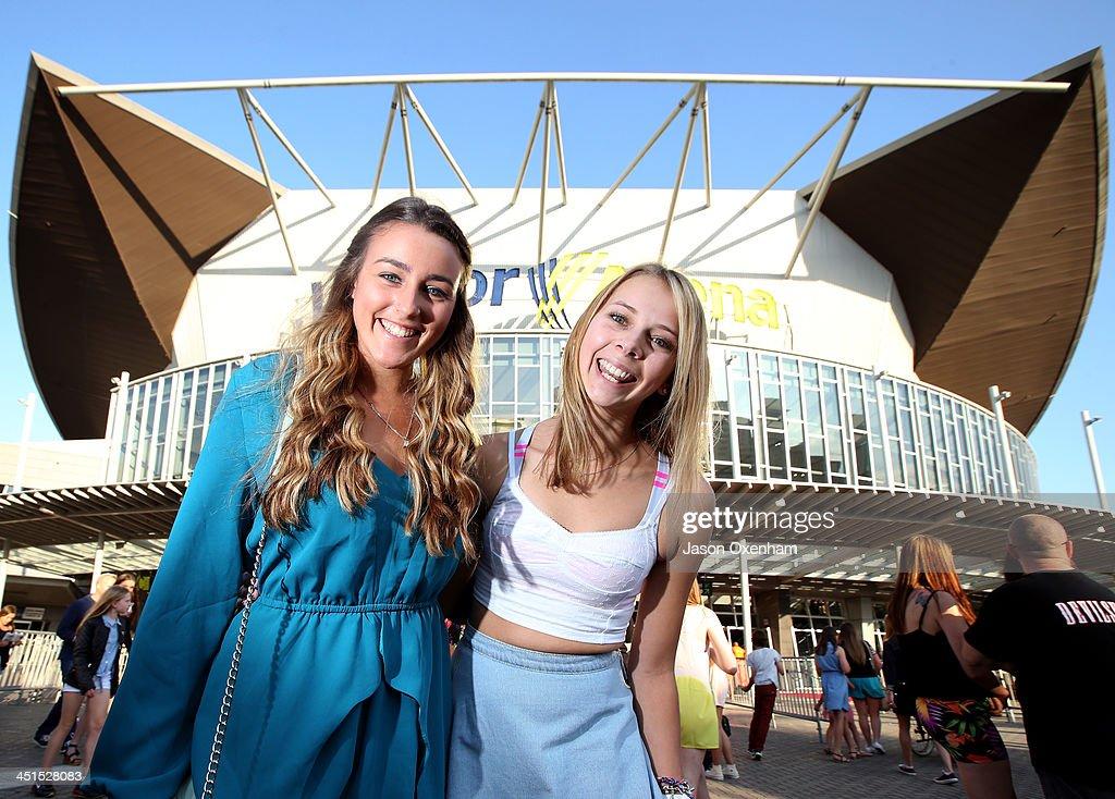 Justin Bieber fans Sandi Williamson (L) and Lauren Eilerling arrive at Vector Arena on November 23, 2013 in Auckland, New Zealand.
