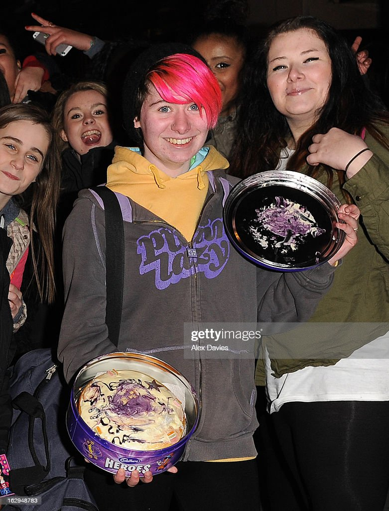 Justin Bieber fans with a birthday cake on March 1, 2013 in London, England.