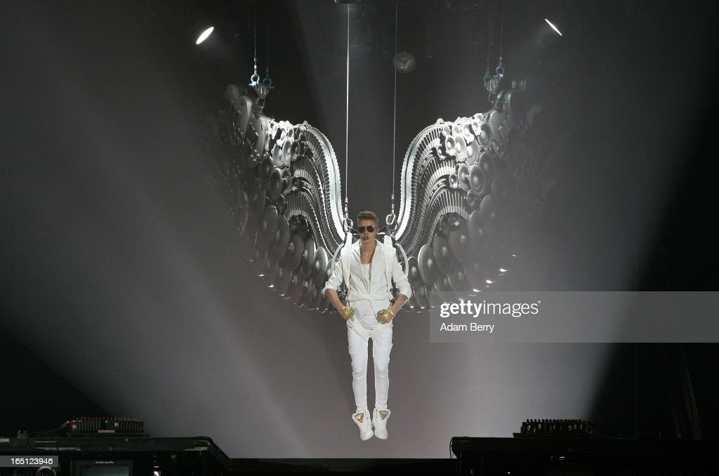 <a gi-track='captionPersonalityLinkClicked' href=/galleries/search?phrase=Justin+Bieber&family=editorial&specificpeople=5780923 ng-click='$event.stopPropagation()'>Justin Bieber</a> performs at O2 World on March 31, 2013 in Berlin, Germany.