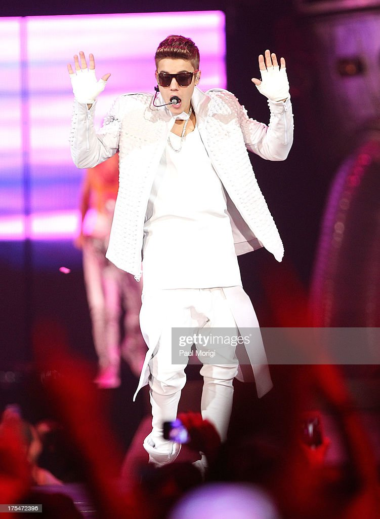 <a gi-track='captionPersonalityLinkClicked' href=/galleries/search?phrase=Justin+Bieber&family=editorial&specificpeople=5780923 ng-click='$event.stopPropagation()'>Justin Bieber</a> performs at the Verizon Center on August 3, 2013 in the Washington, DC.