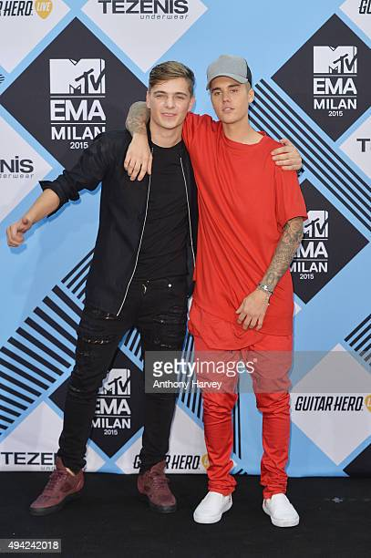 Justin Bieber poses in the Winners Room after winning the multiple awards with Martin Garrix winner of Best Electronic at the MTV EMA's 2015 at the...