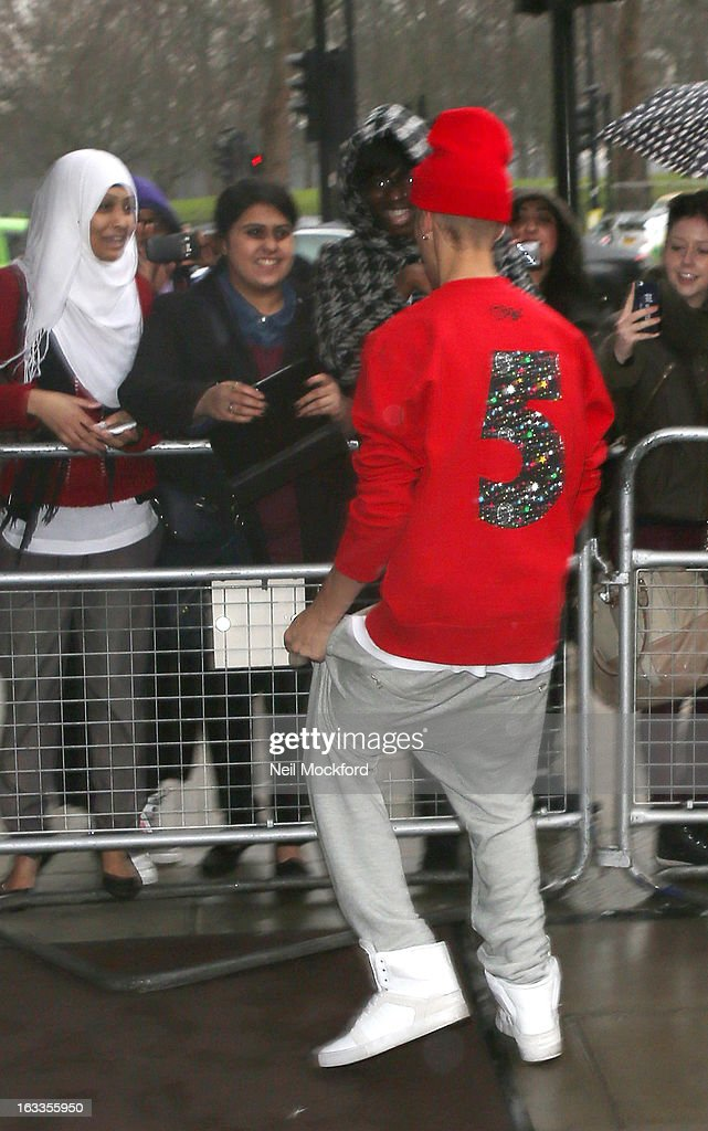 <a gi-track='captionPersonalityLinkClicked' href=/galleries/search?phrase=Justin+Bieber&family=editorial&specificpeople=5780923 ng-click='$event.stopPropagation()'>Justin Bieber</a> seen returning to his hotel on March 8, 2013 in London, England.