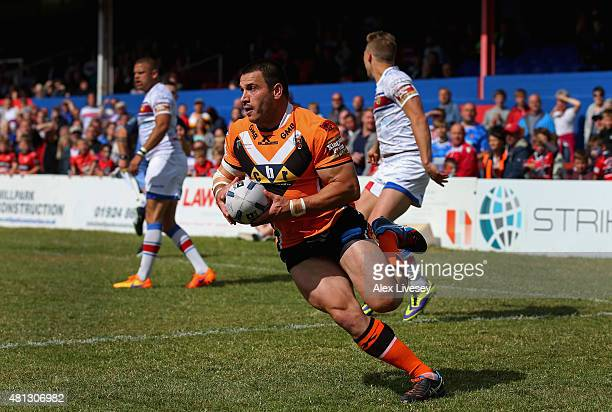 Justin Carney of Castleford Tigers scores his first try during the First Utility Super League match between Wakefield Trinity Wildcats and Castleford...