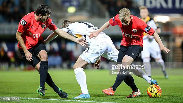 Justin Eilers of Dresden is challenged by Patrick Funk and Niklas Dams of Wiesbaden during the 3 Liga match between SV Wehen Wiesbaden and Dynamo...