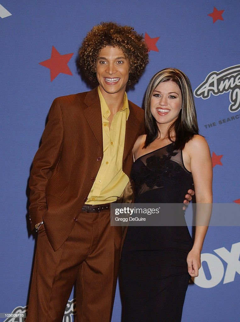 Justin Guarini Kelly Clarkson during 'American Idol' Season 1 Finale Performance Show Press Room at Kodak Theatre in Hollywood California United...