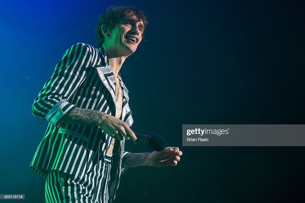 <a gi-track='captionPersonalityLinkClicked' href=/galleries/search?phrase=Justin+Hawkins&family=editorial&specificpeople=171558 ng-click='$event.stopPropagation()'>Justin Hawkins</a> of The Darkness performs at The Roundhouse on December 20, 2015 in London, England.