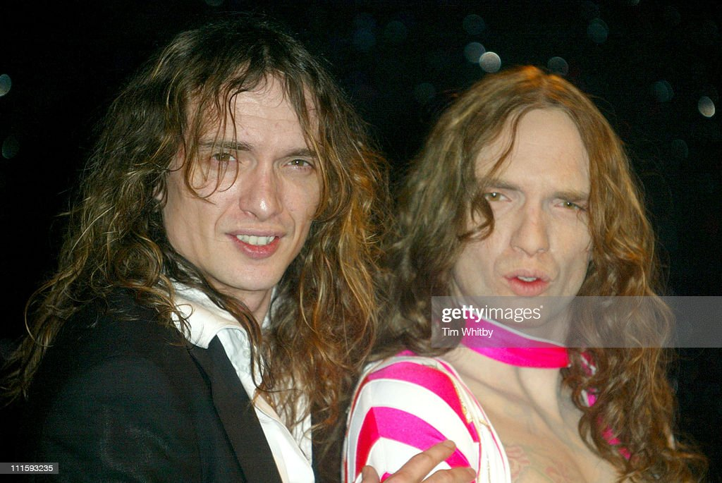 <a gi-track='captionPersonalityLinkClicked' href=/galleries/search?phrase=Justin+Hawkins&family=editorial&specificpeople=171558 ng-click='$event.stopPropagation()'>Justin Hawkins</a> of <a gi-track='captionPersonalityLinkClicked' href=/galleries/search?phrase=The+Darkness&family=editorial&specificpeople=206457 ng-click='$event.stopPropagation()'>The Darkness</a> with waxwork figure