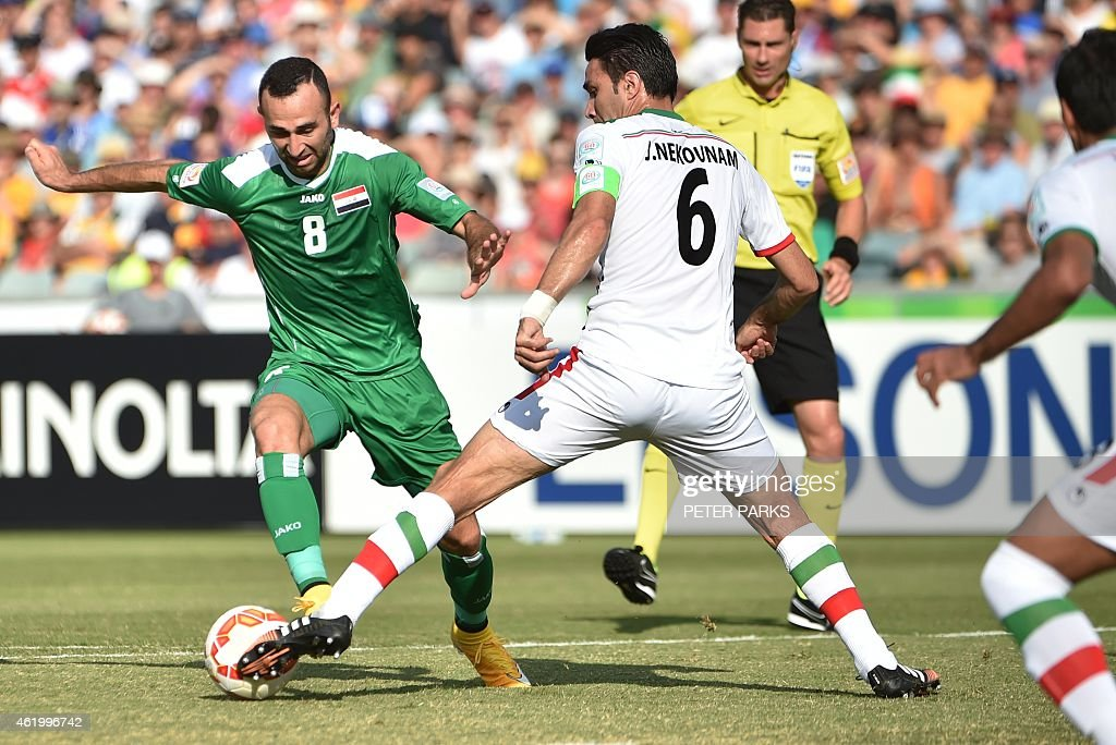 Justin Hikmat Azeez of Iraq (L) beats Javad Nekonam of Iran (R) during their AFC Asian Cup quarter-final football match in Canberra on January 23, 2015. AFP PHOTO/Peter PARKS --IMAGE