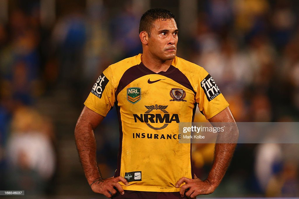 <a gi-track='captionPersonalityLinkClicked' href=/galleries/search?phrase=Justin+Hodges&family=editorial&specificpeople=215321 ng-click='$event.stopPropagation()'>Justin Hodges</a> of the Broncos looks dejected after defeat in the round nine NRL match between the Parramatta Eels and the Brisbane Broncos at Parramatta Stadium on May 11, 2013 in Sydney, Australia.