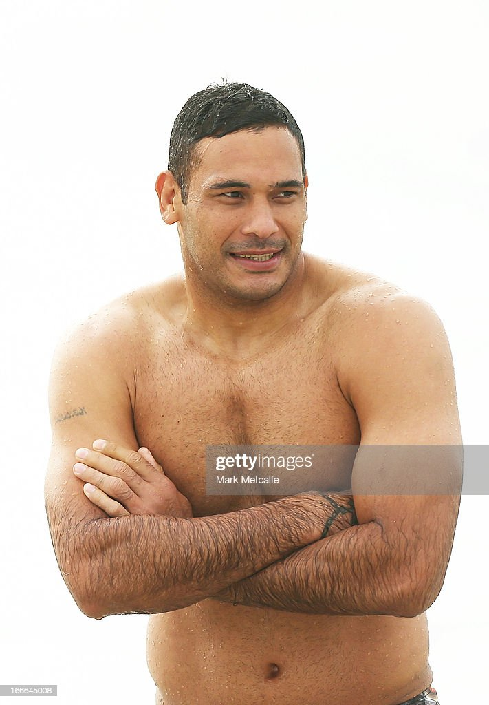 <a gi-track='captionPersonalityLinkClicked' href=/galleries/search?phrase=Justin+Hodges&family=editorial&specificpeople=215321 ng-click='$event.stopPropagation()'>Justin Hodges</a> wades in the ocean during an Australian Kangaroos training session at Coogee Beach on April 15, 2013 in Sydney, Australia.