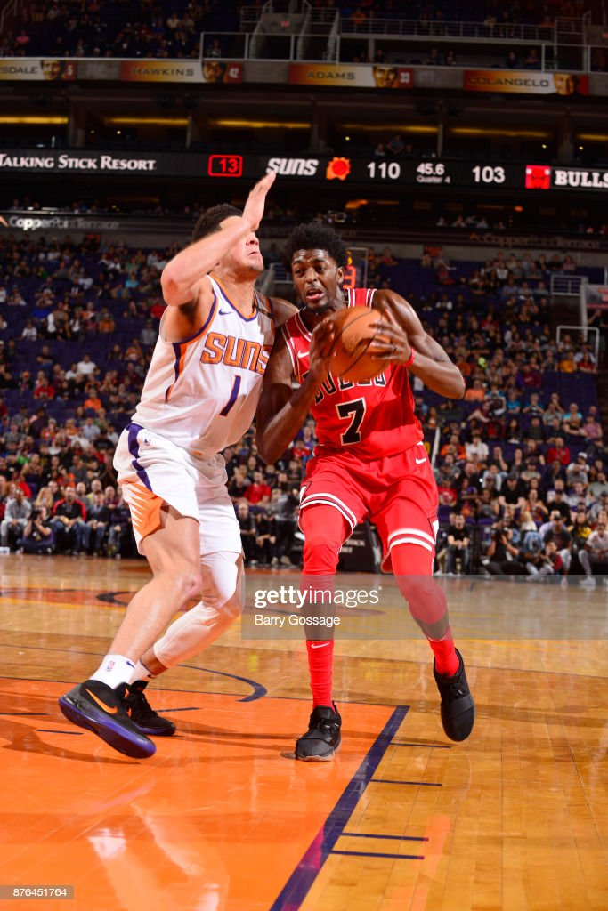 Justin Holiday #7 of the Chicago Bulls handles the ball against the Phoenix Suns on November 19, 2017 at Talking Stick Resort Arena in Phoenix, Arizona.