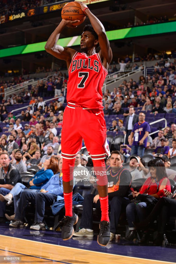 Justin Holiday #7 of the Chicago Bulls shoots the ball against the Phoenix Suns on November 19, 2017 at Talking Stick Resort Arena in Phoenix, Arizona.