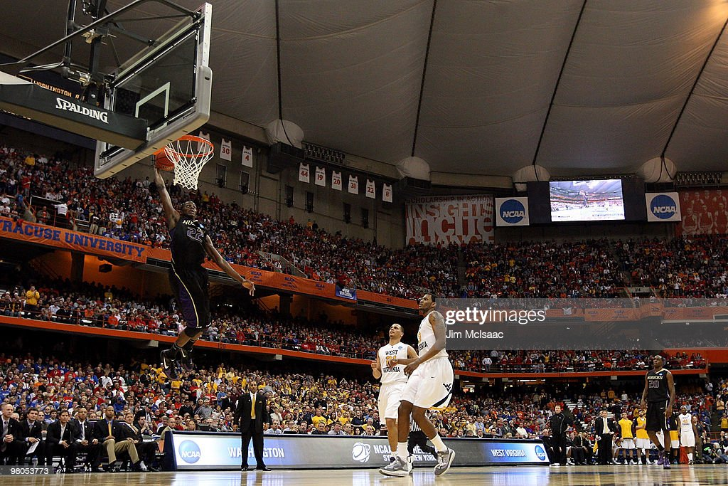 Justin Holiday #22 of the Washington Huskies dunks against the West Virginia Mountaineers during the east regional semifinal of the 2010 NCAA men's basketball tournament at the Carrier Dome on March 25, 2010 in Syracuse, New York.