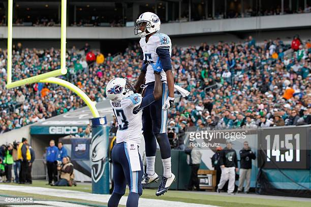 Justin Hunter of the Tennessee Titans celebrates his touchdown with teammate Kendall Wright in the second quarter of the game against the...