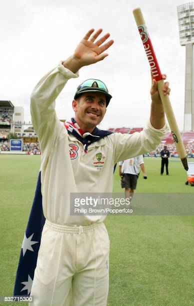 Justin Langer of Australia salutes the crowd after Australia win the 3rd Test match between Australia and England by 206 runs and reclaim the Ashes...