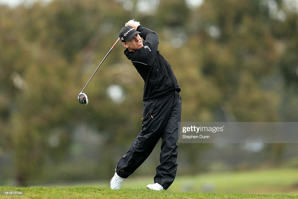 <a gi-track='captionPersonalityLinkClicked' href=/galleries/search?phrase=Justin+Leonard&family=editorial&specificpeople=194762 ng-click='$event.stopPropagation()'>Justin Leonard</a> hits his tee shot on the second hole during the second round of the Farmers Insurance Open on the South Course at Torrey Pines Golf Course on January 25, 2013 in La Jolla, California.