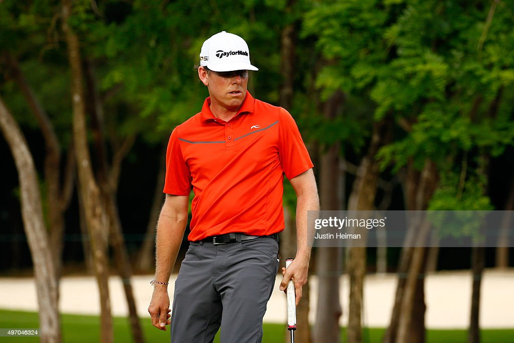 <a gi-track='captionPersonalityLinkClicked' href=/galleries/search?phrase=Justin+Leonard&family=editorial&specificpeople=194762 ng-click='$event.stopPropagation()'>Justin Leonard</a> of the United States reacts after putting on the 9th hole green during the second round of the OHL Classic at the Mayakoba El Camaleon Golf Club on November 13, 2015 in Playa del Carmen, Mexico.