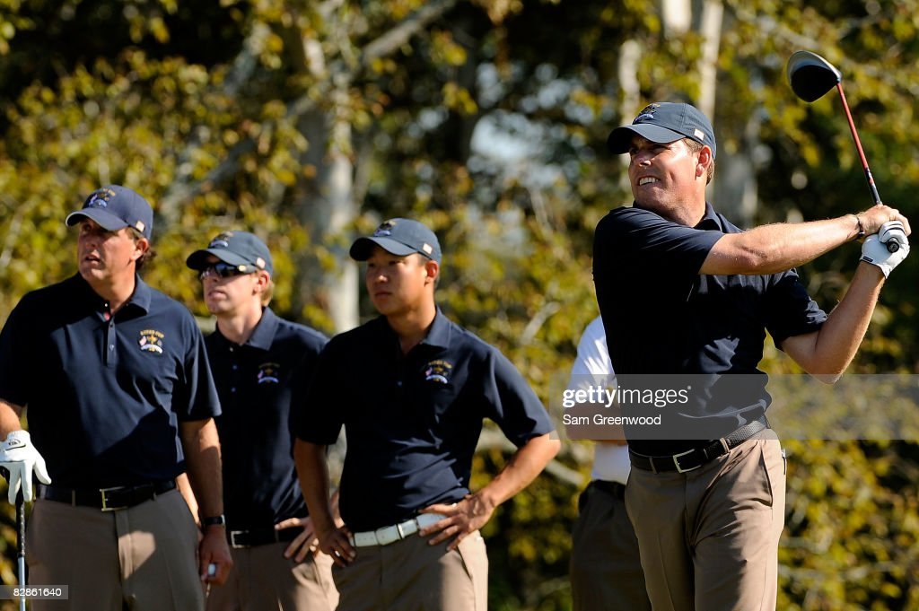 Justin Leonard of the USA team watches a practice shot in front of Phil Mickelson Hunter Mahan and Anthony Kim prior to the 2008 Ryder Cup at...