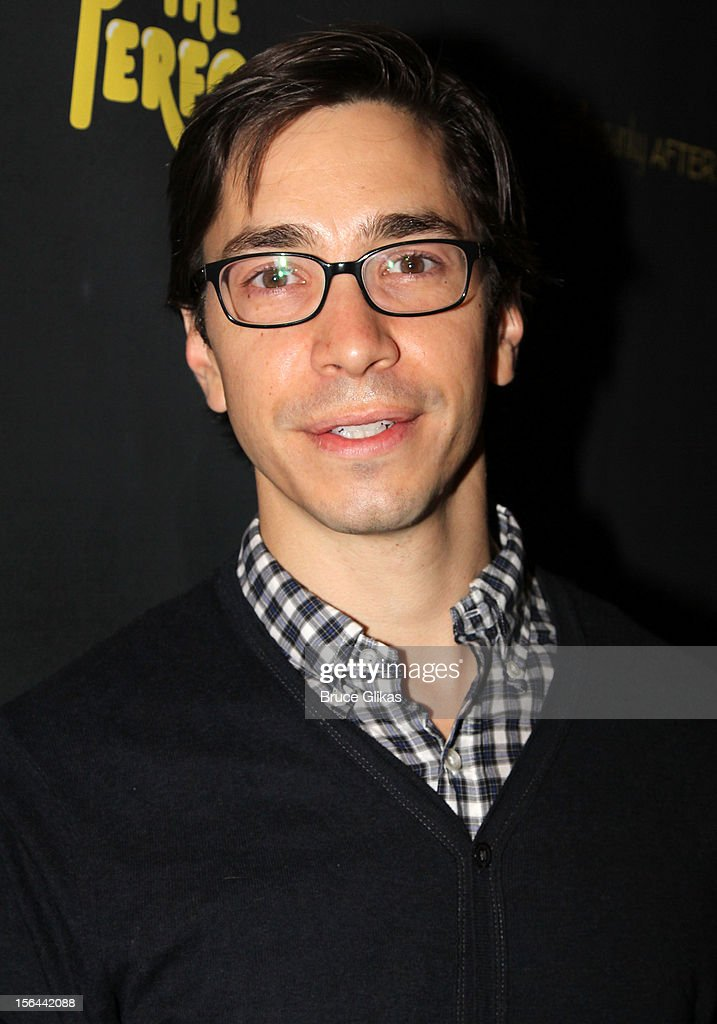 <a gi-track='captionPersonalityLinkClicked' href=/galleries/search?phrase=Justin+Long&family=editorial&specificpeople=240305 ng-click='$event.stopPropagation()'>Justin Long</a> attends the opening night of 'The Performers' on Broadway at the Longacre Theatre on November 14, 2012 in New York City.
