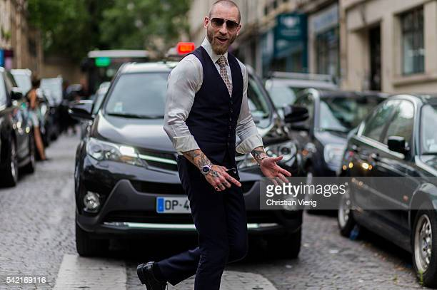 Justin O'Shea outside Valentino during the Paris Fashion Week Menswear Spring/Summer 2017 on June 22 2016 in Paris France