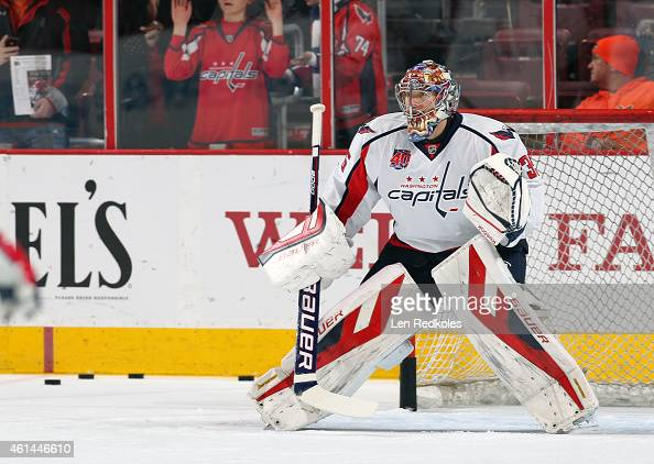 Justin Peters of the Washington Capitals warms up prior to the start of his game against the Philadelphia Flyers on January 8 2015 at the Wells Fargo...