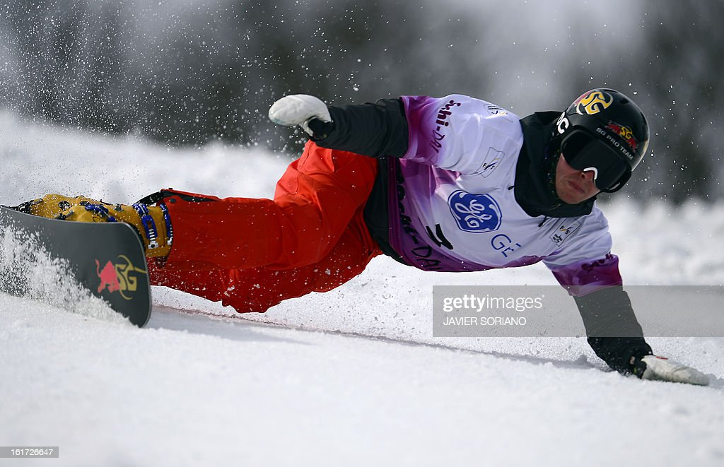 US Justin Reiter competes to win in a Snowboard Men's Parallel Giant Slalom final race during the Snowboarding and Free Style World Cup Test Event at the Snowboard and Free Style Centre in Rosa Khutor near the Russian Black Sea resort of Sochi on February 14, 2013. AustrianAndreas Prommegger won the race ahead of Austrian Ingemar Walder and Slovenian Rok Flander. AFP PHOTO / JAVIER SORIANO