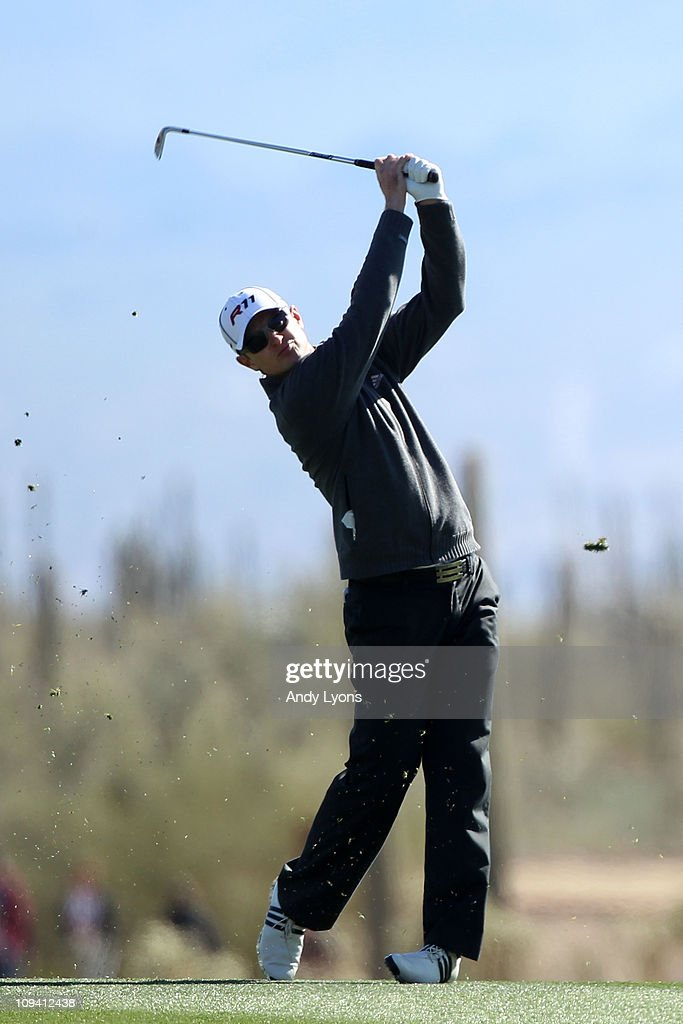 Justin Rose of England hits his second shot on the 14th hole during the second round of the Accenture Match Play Championship at the Ritz-Carlton Golf Club on February 24, 2011 in Marana, Arizona.