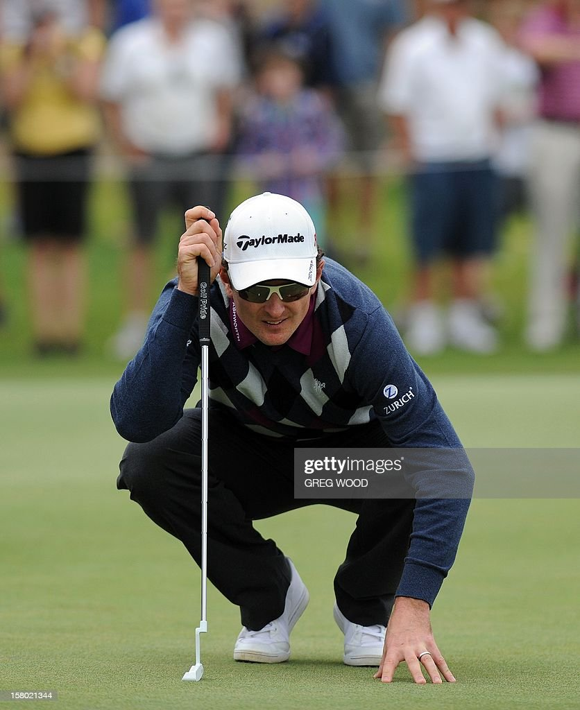 Justin Rose of England lines up a putt during the final round of the Australian Open golf at The Lakes course in Sydney on December 9, 2012. IMAGE STRICTLY RESTRICTED TO EDITORIAL USE - STRICTLY NO COMMERCIAL USE AFP PHOTO / Greg WOOD