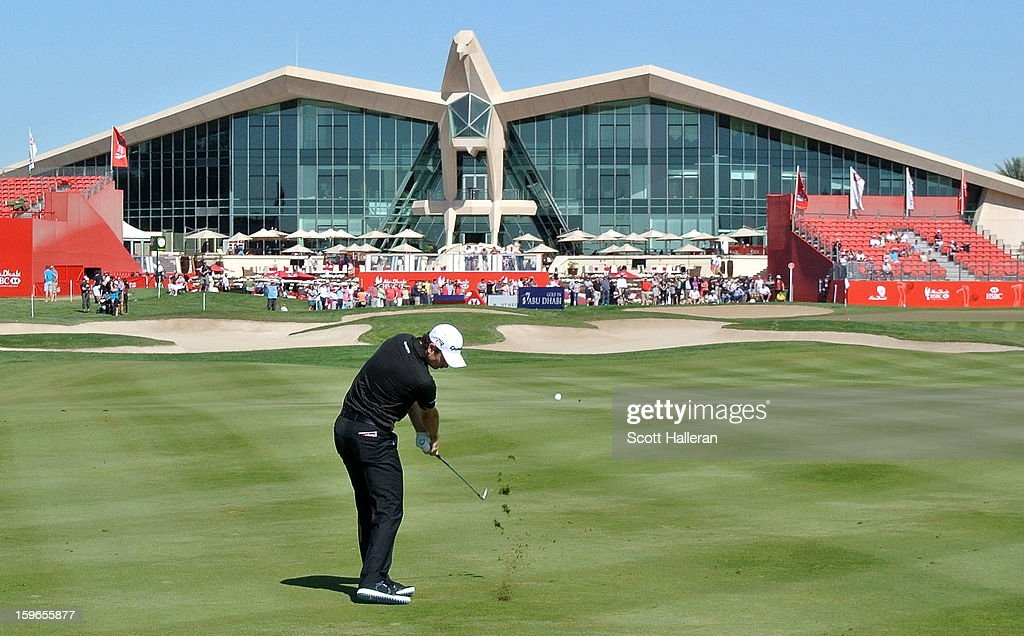 Justin Rose of England plays his approach shot on the ninth hole during the second round of the Abu Dhabi HSBC Golf Championship at Abu Dhabi Golf Club on January 18, 2013 in Abu Dhabi, United Arab Emirates.