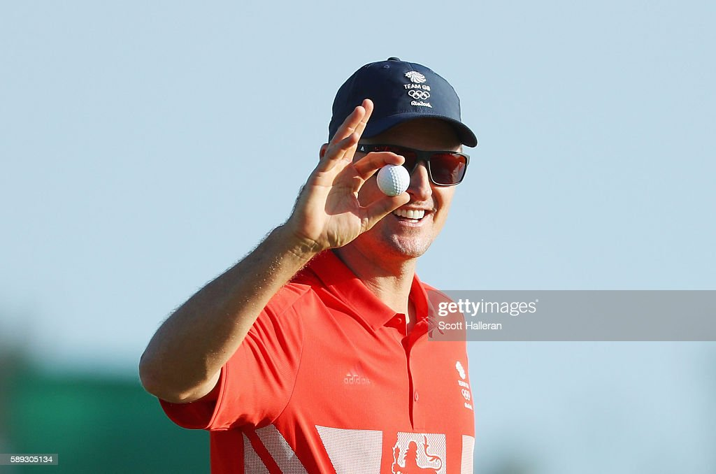 Justin Rose of Great Britain waves to the gallery on the 18th green during the third round of the golf on Day 8 of the Rio 2016 Olympic Games at the...