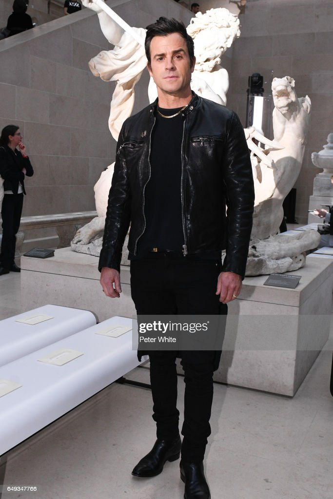 Justin Theroux attends the Louis Vuitton show as part of the Paris Fashion Week Womenswear Fall/Winter 2017/2018 on March 7, 2017 in Paris, France.