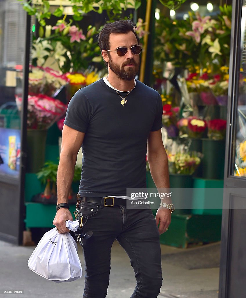 <a gi-track='captionPersonalityLinkClicked' href=/galleries/search?phrase=Justin+Theroux&family=editorial&specificpeople=240634 ng-click='$event.stopPropagation()'>Justin Theroux</a> is seen in Soho on June 30, 2016 in New York City.