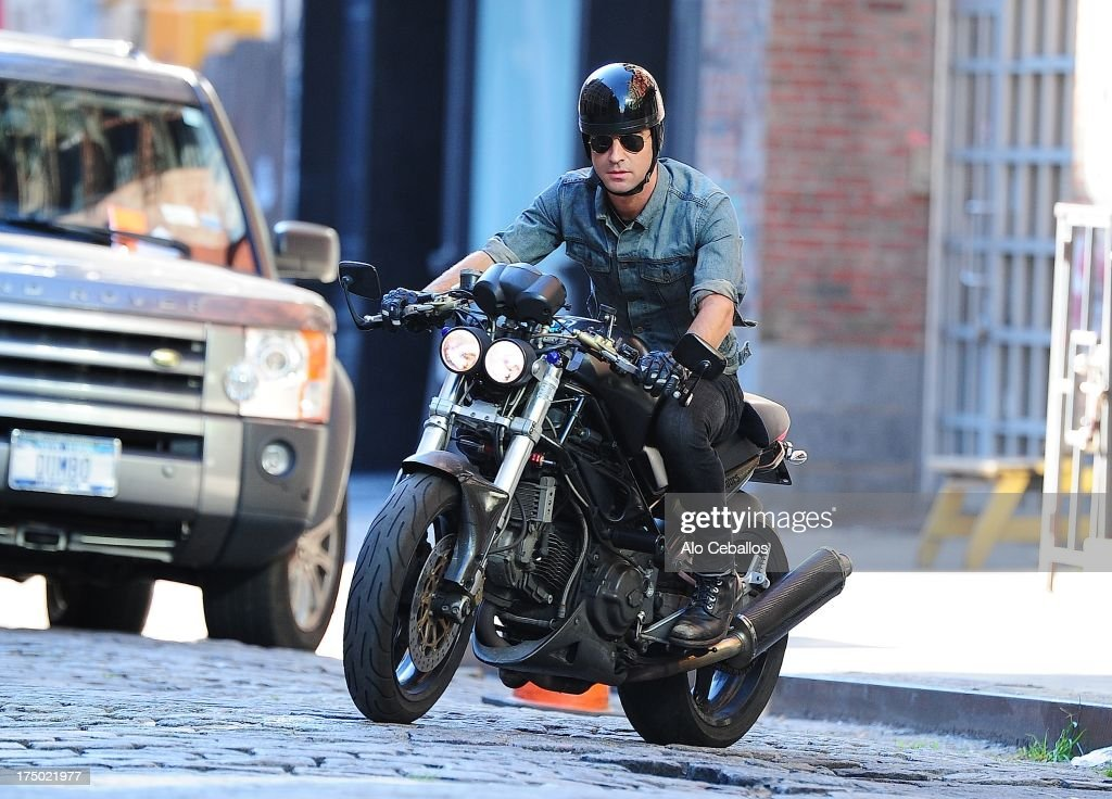 <a gi-track='captionPersonalityLinkClicked' href=/galleries/search?phrase=Justin+Theroux&family=editorial&specificpeople=240634 ng-click='$event.stopPropagation()'>Justin Theroux</a> is seen in the East Village on July 29, 2013 in New York City.