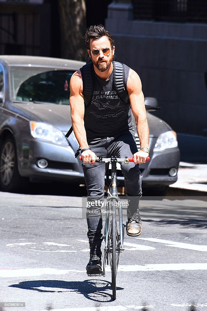 Justin Theroux seen out in Manhattan on June 25, 2016 in New York City.
