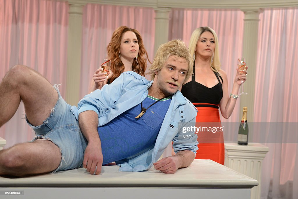 LIVE -- '<a gi-track='captionPersonalityLinkClicked' href=/galleries/search?phrase=Justin+Timberlake&family=editorial&specificpeople=157482 ng-click='$event.stopPropagation()'>Justin Timberlake</a>' Episode 1636 -- Pictured: (l-r) Vanessa Bayer, <a gi-track='captionPersonalityLinkClicked' href=/galleries/search?phrase=Justin+Timberlake&family=editorial&specificpeople=157482 ng-click='$event.stopPropagation()'>Justin Timberlake</a>, Cecily Strong --