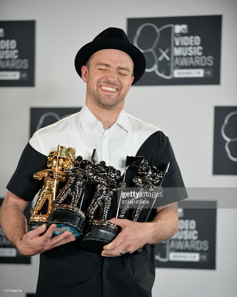 Justin Timberlake with his four awards at the MTV Video Music Awards August 25, 2013 at the Barclays Center in New York. AFP PHOTO/Stan HONDA