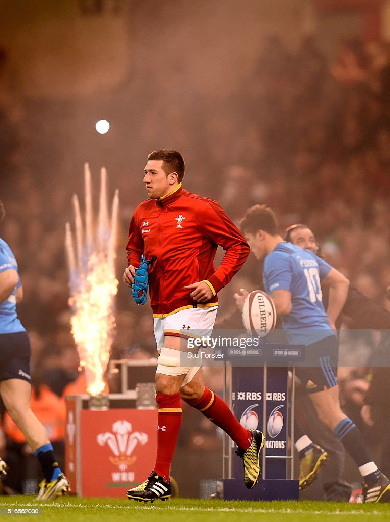 Justin Tipuric of Wales trots onto the pitch before the RBS Six Nations match between Wales and Italy at the Principality Stadium on March 19 2016 in...