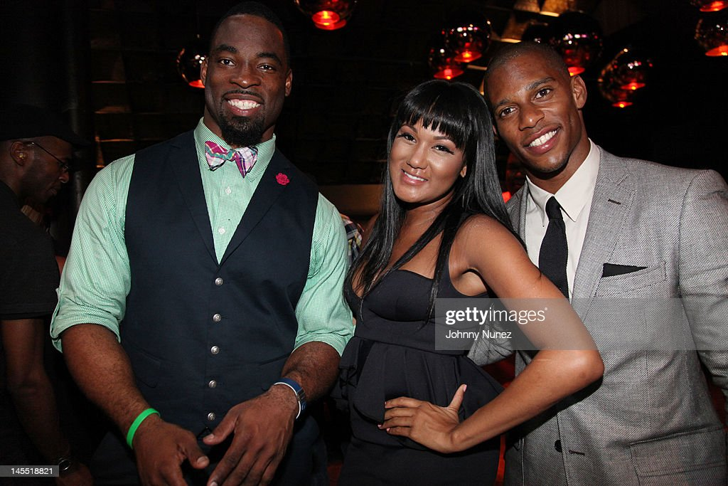 <a gi-track='captionPersonalityLinkClicked' href=/galleries/search?phrase=Justin+Tuck&family=editorial&specificpeople=748769 ng-click='$event.stopPropagation()'>Justin Tuck</a>, Elaina Watley and <a gi-track='captionPersonalityLinkClicked' href=/galleries/search?phrase=Victor+Cruz+-+American+Football+Player&family=editorial&specificpeople=8736842 ng-click='$event.stopPropagation()'>Victor Cruz</a> attend the NY Giants <a gi-track='captionPersonalityLinkClicked' href=/galleries/search?phrase=Justin+Tuck&family=editorial&specificpeople=748769 ng-click='$event.stopPropagation()'>Justin Tuck</a> 4th Annual celebrity billiards tournament at Slate NYC on May 31, 2012 in New York City.