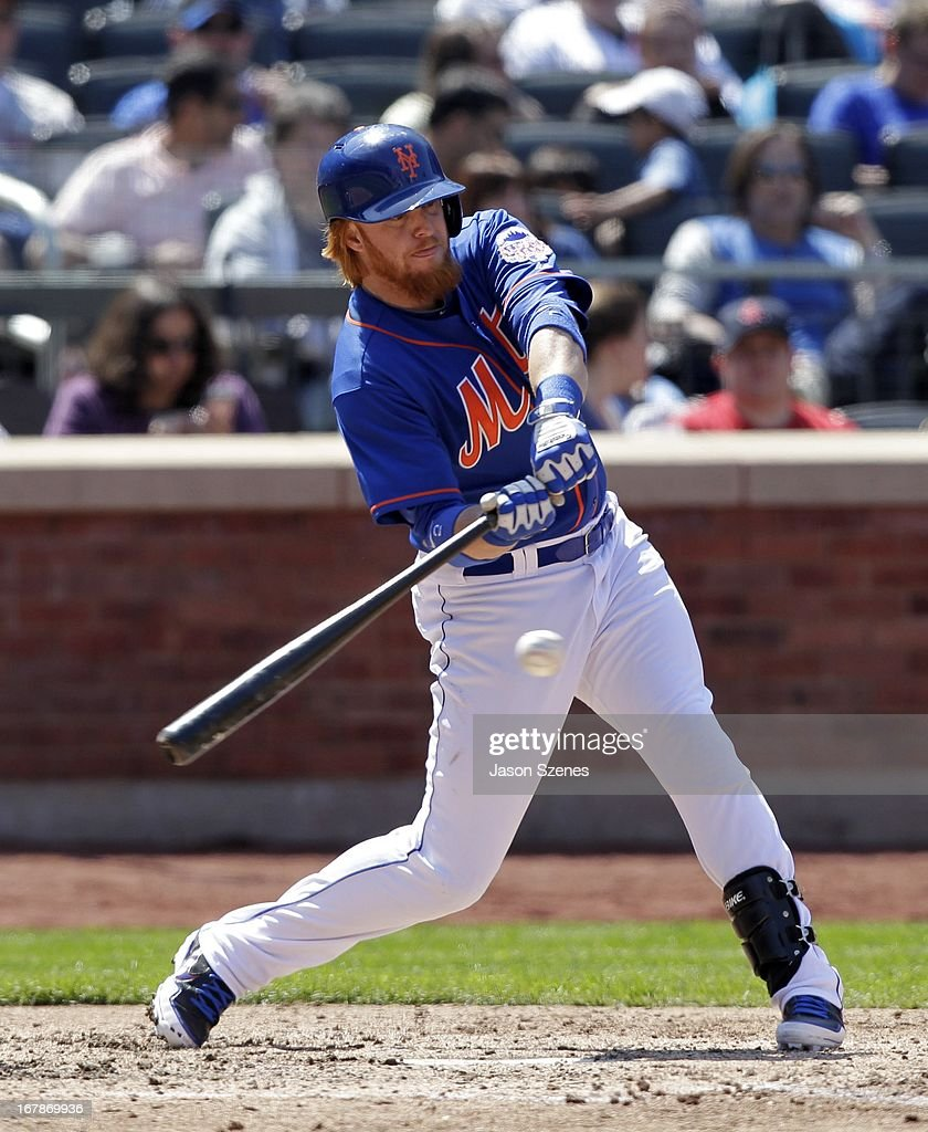 Justin Turner #2 of the New York Mets is seen at bat in the seventh inning against the Philadelphia Phillies at Citi Field on April 27, 2013 in the Flushing neighborhood of the Queens borough of New York City. (Photo by Jason Szenes/Getty Images