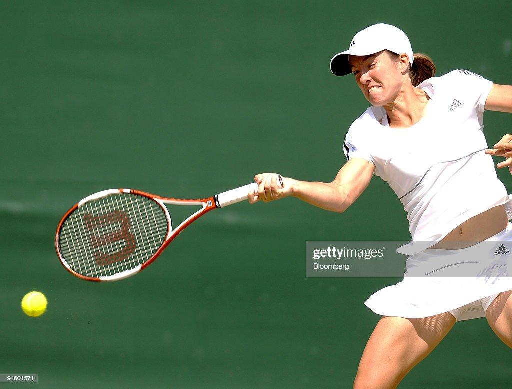Justine Henin of Belgium powers a return to Elena Vesnina of