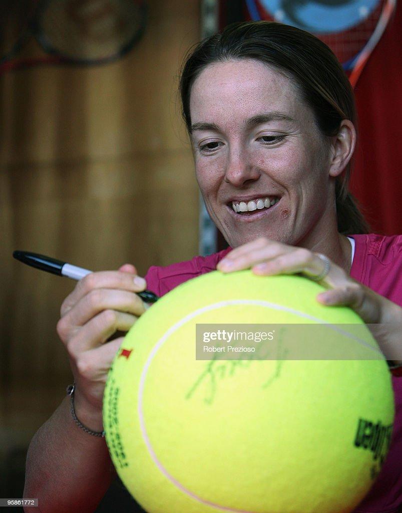 Justine Henin Stock s and