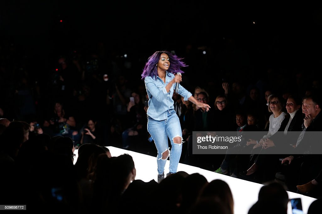 <a gi-track='captionPersonalityLinkClicked' href=/galleries/search?phrase=Justine+Skye&family=editorial&specificpeople=11149408 ng-click='$event.stopPropagation()'>Justine Skye</a> performs at Nike/Levi's Kids Rock! Runway Show on February 11, 2016 in New York City.
