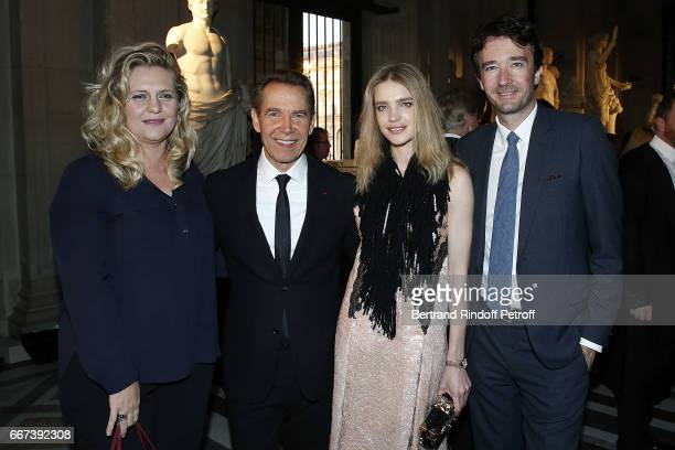 Justine Wheller Koons Jeff Koons Natalia Vodianova and Antoine Arnault attend the 'LVxKOONS' exhibition at Musee du Louvre on April 11 2017 in Paris...