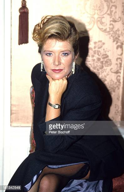 Jutta Speidel 6teilige SAT1KrimiSpielshow 'Cluedo Das mörderische Spiel' Schloss Leonberg Deutschland 6111992 beinfrei Schauspielerin
