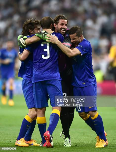 Juventus' Andrea Pirlo Giorgio Chiellini Marco Storari and Simone Padoin celebrate their side's aggregate victory over Real Madrid