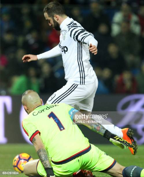 Juventus' Argentinian forward Gonzalo Higuain evades a challenge by Crotone's Italian goalkeeper Alex Cordaz during the Italian Serie A football...