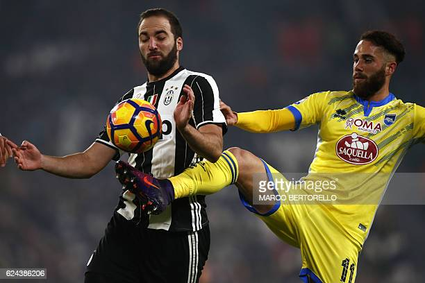 Juventus' Argentinian forward Gonzalo Higuain fights for the ball with Pescara's defender Francesco Zampano during the Italian Serie A football match...