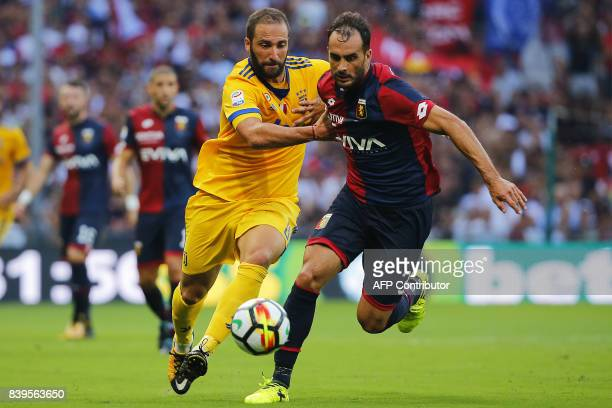 Juventus' Argentinian forward Gonzalo Higuain fights for the ball with Genoa's Argentinian defender Santiago Gentiletti during the Italian Serie A...