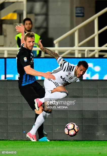 Juventus' Brazilian defender Daniel Alvez da Silva vies with Atalanta's Slovanian midfielder Jasmin Kurtic during the Italian Serie A football match...